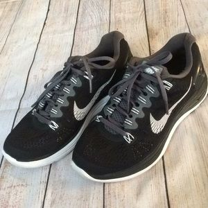 Nike sz 7 fitsole tennis shoes dynamic support